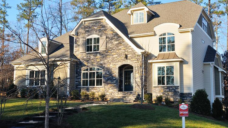 Luxury homes in the Chicago area are selling in larger numbers and at a faster pace.