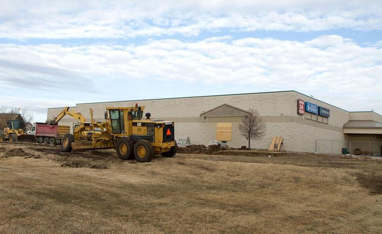 Construction begins on a $1.5 million expansion project to the Dillon's grocery store at the corner of 37th St. and Woodlawn. Completion of the 28,500 square foot expansion is expected in the fall of 2014.