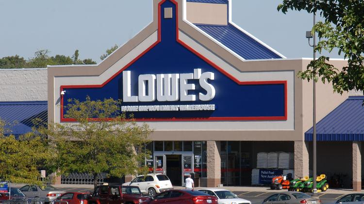 Lowe's Home Centers has agreed to pay a $500,000 federal penalty in settling claims regarding lead paint dust.