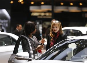 New General Motors Co. Mary Barra, right, appeared recently at the 2014 North American International Auto Show (NAIAS) in Detroit, where she chatted with Alicia Boler-Davis, vice president of global quality for General Motors Co. One of her plans is to hold regular discussions with her team, including town hall style meetings.
