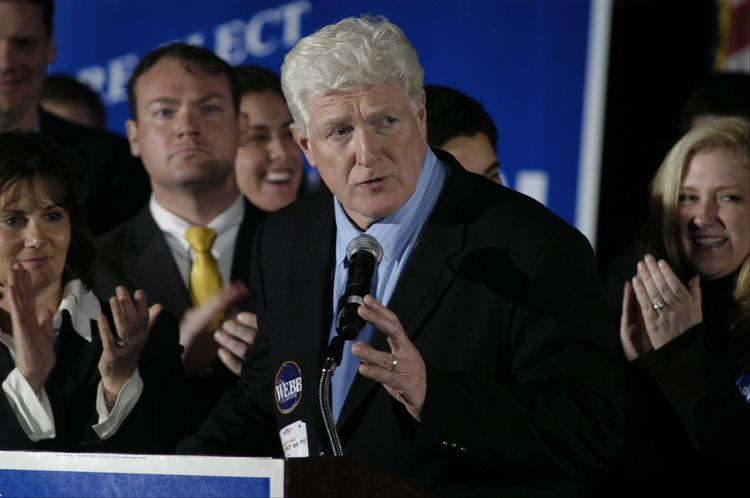 Representative Jim Moran, with family surrounding him, gives his acceptance speech at election night headquarters in Tysons Corner, Virginia, November 7, 2006.  Moran announced Wednesday he will step down after 23 years in Congress.