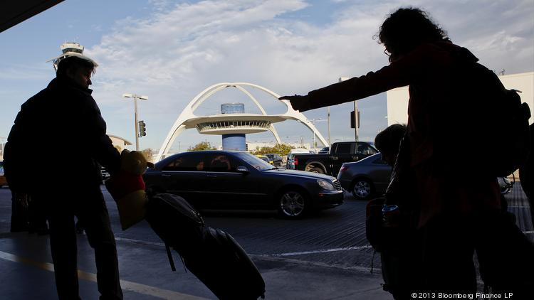 ​The airline industry is threatening litigation against Los Angeles for allegedly inciting airport workers to seek better working conditions. Photographer: Patrick T. Fallon/Bloomberg