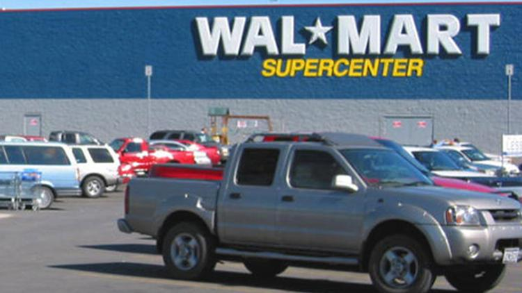 Wal-Mart Stores Inc. is driving into the auto-insurance marketplace with a new partnership.