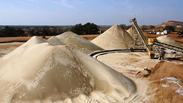 Between 300 and 500 tons of sand areneeded to frac a single well.