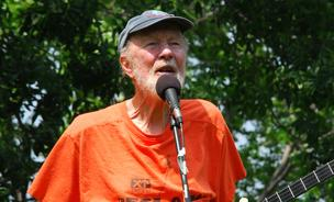American folk music icon and activist Pete Seeger performs at the Fishkill Creek Festival July 25, 2009 in Beacon, NY.