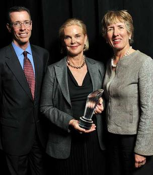 Marie Knowles (center), director of Fidelity and McKesson, with Lydia Beebe, corporate secretary, Chevron Corp., and Jeffrey Campbell, CFO, McKesson.
