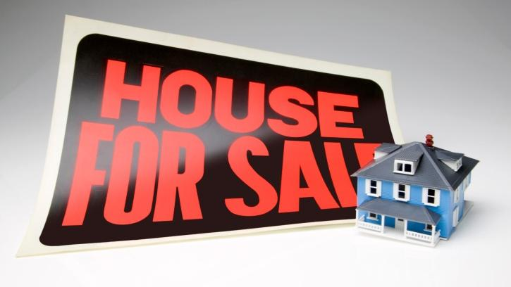Buyers entering the spring house-buying season should be getting their mortgage paperwork in line right now, and more are. The Mortgage Bankers Association says mortgage applications to buy a house or a condo rose last week, even as refinancing activity fell to the lowest level in four months.
