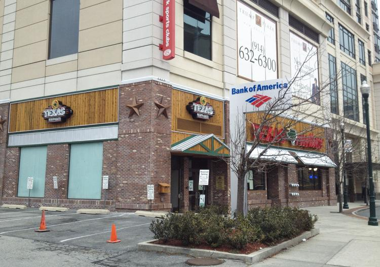 The new Texas Roadhouse restaurant is located at Trump Plaza in New York City.
