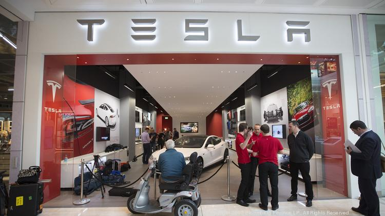 Three officials at the Federal Trade Commission have come out in favor of Tesla stores, saying that state franchise laws, which ban the wholly-owned outlets, are bad policy.