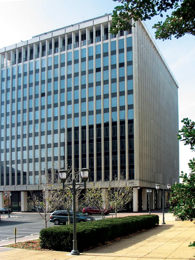 WeWork is teaming up with Vornado Realty Trust to redevelop an office building at 2221 S. Clark St. in Cyrstal City into a 250-unit apartment project catering to younger tech workers.