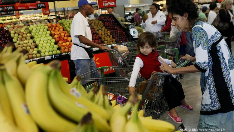 Wal-Mart, the largest grocer in the United States, will soon introduce the company's first Neighborhood Market in San Antonio.
