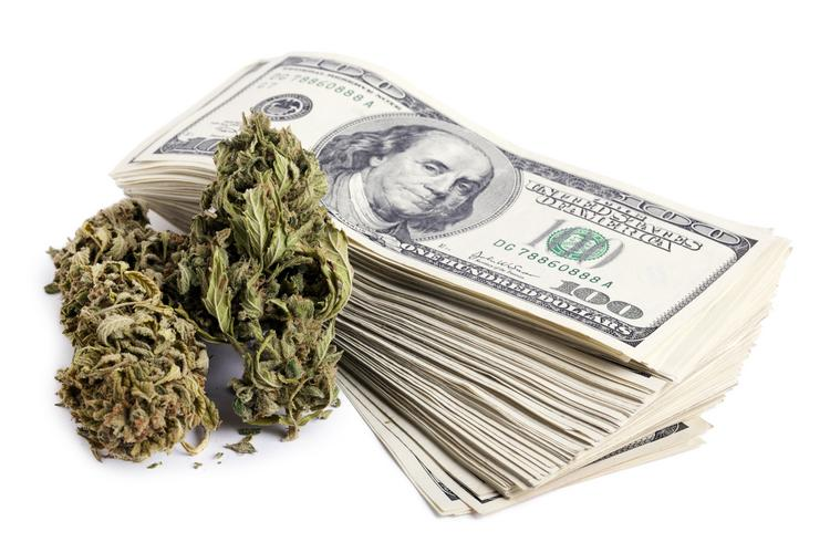 Many marijuana retailers do not have access to banking services, making it difficult for them to pay workers and avoid burglary.