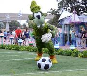 Goofy makes the Orlando City Lions proud in this topiary scene.