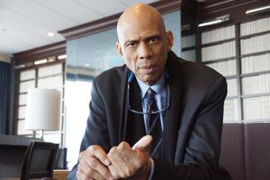 Kareem Abdul-Jabbar's latest business venture involves selling sports memorabilia on the Internet.