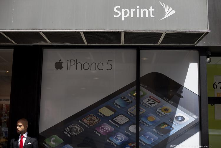 Are Apple's inflexible smartphone prices hurting it?