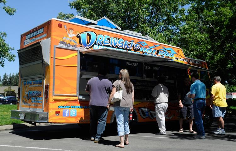 The Sacramento County Department of Airports asked for bids Thursday for mobile food truck vendors specifically to serve the cell phone lot, at breakfast, lunch and dinner.