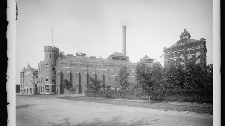A view of the Christian Heurich Brewing Co. in D.C. Heurich was the city's largest brewery, producing 500,000 barrels per year. The brewery closed in 1956 and was torn down to make way for the Kennedy Center. (Library of Congress's Prints & Photographs Division)