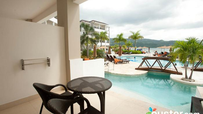 Travel 11 Gorgeous Swim Up Suites With Photos The Business Journals