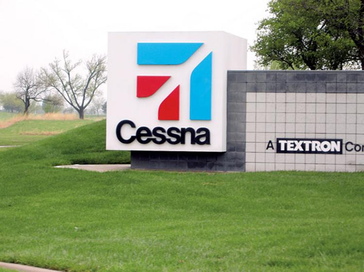 Cessna Aircraft Co. delivered fewer aircraft in the first quarter of 2013 than it did in the quarter a year ago.
