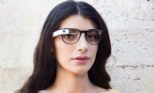 Google Glass has made a deal with eyewear maker Luxottica that will pave the way for the technology to be offered via brands like Ray-Ban, Oakley and Oliver Peoples.