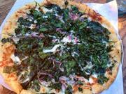 Spinach and kale pizza with Parmesan cream, Mozzarella and onions