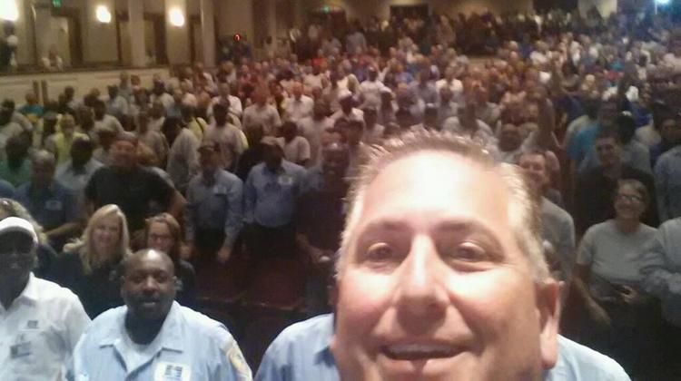 Mayor Rick Kriseman took a selfie of himself and the crowd and tweeted it.