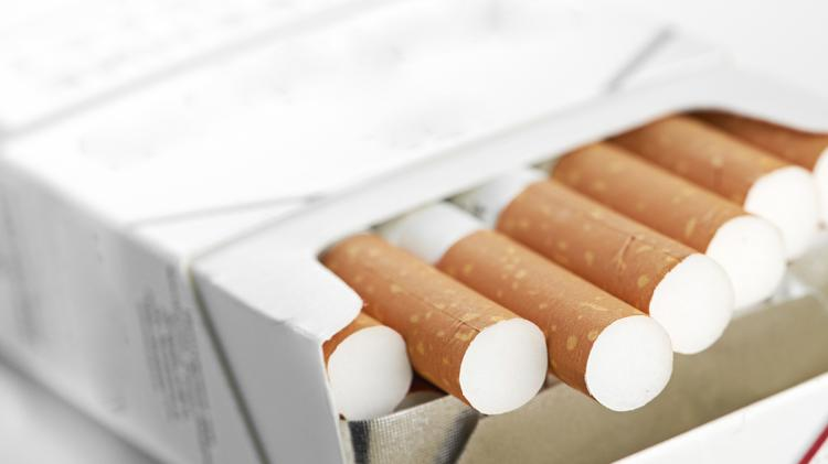 Study finds using a combination of treatments to quit smoking may be some men's best bet; the same is not true for women.