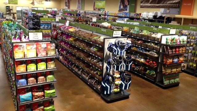 PetPeople Stores will open its first Dayton-area store in the Oak Creek Marketplace next to Whole Foods.
