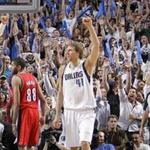 <strong>Nowitzki</strong> achieves scoring milestone in Mavs' victory over Sacramento