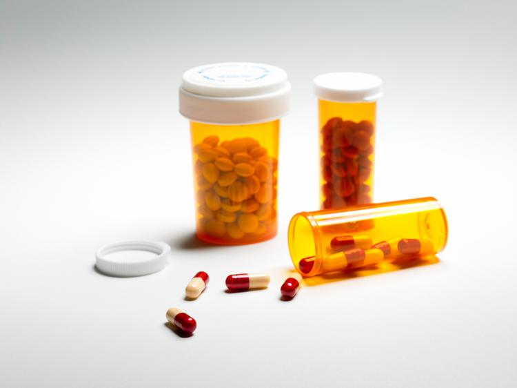 California nursing homes reduced unnecessary use of antipsychotic medications by 8.5 percent last year, That's better than progress in other states, but the state's nursing homes still didn't meet the target of 15 percent.