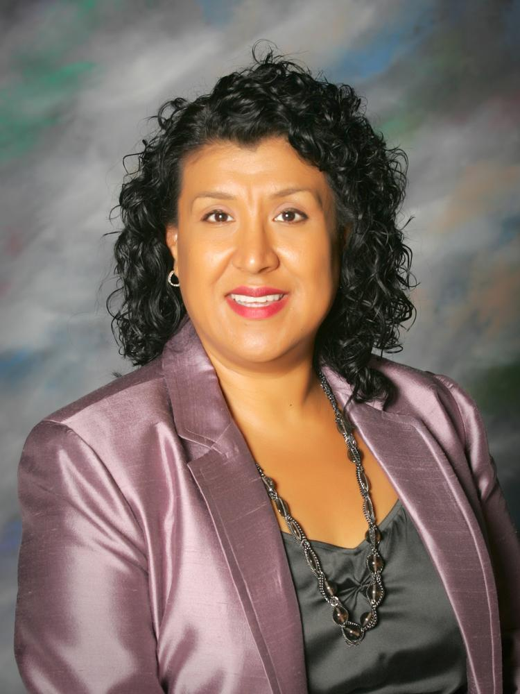 Silicon Valley native Deanna Santana, formerly the top administrator for the City of Oakland, is Sunnyvale's new city manager.