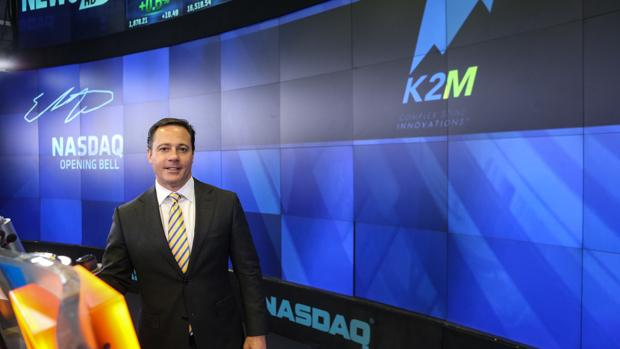 K2M CEO Eric Major pictured ringing the opening bell on the NASDAQ May 7. The Leesburg-based company reoprted a jump in sales and a smaller loss than a year ago in its first quarterly results.