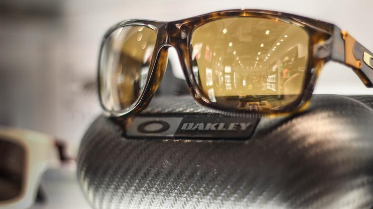 oakley goggles on sale  oakley has sued a convenience store chain for selling sunglasses that oakley says are too close