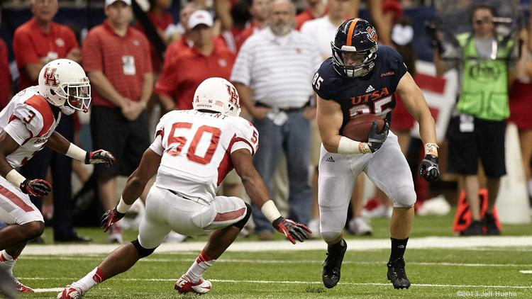 UTSA tight end Jeremiah Moeller has been invited to participate in the Chicago Bears' rookie mini-camp.