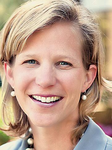 Lisa Earnhardt is CEO of Intersect ENT Inc.