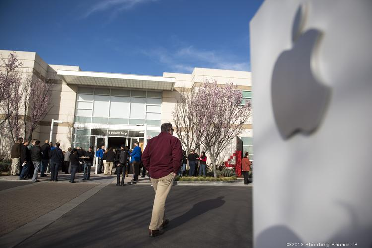 Apple announced a 15 percent increase in its quarterly shareholder dividend, even as it Q2 earnings fell.