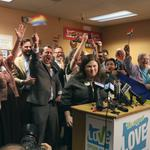 Judge overturns Oregon's gay marriage ban, couples flock to the altar (Video)