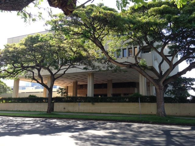 Hawaii's 1st Circuit Court in Downtown Honolulu was closed Thursday morning after a suspicious package was discovered.