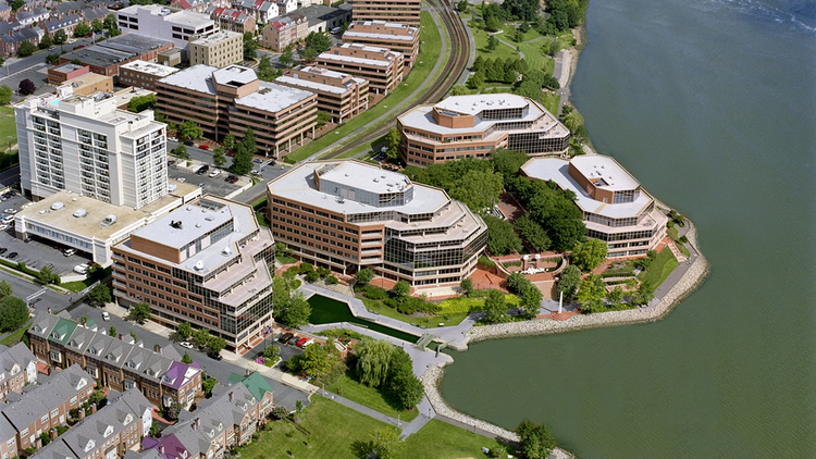 Tishman Speyer has reportedly lined up Herndon's American Real Estate Partners as the buyer for its Canal Center waterfront office complex in Old Town Alexandria.