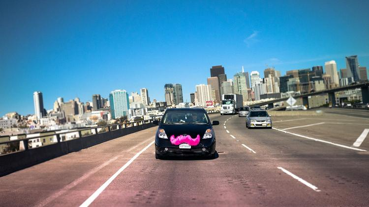 ​The California Senate passed a bill Wednesday that would add new insurance requirements on Uber and Lyft, the ridesharing companies that ​now support the measure after vigorously opposing it all year.