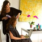 StyleBee brings you hair and makeup pros at touch of an app