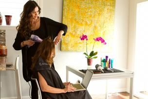 StyleBee brings the salon to you.