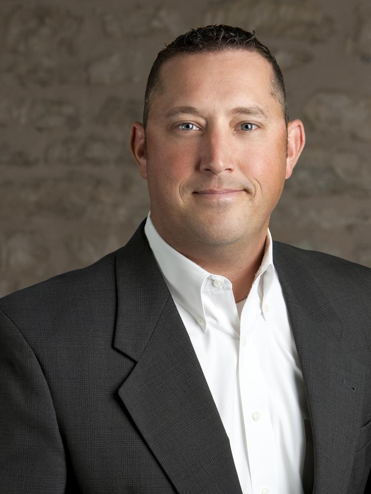 Brent Campbell specializes in retail sales, leasing and management.