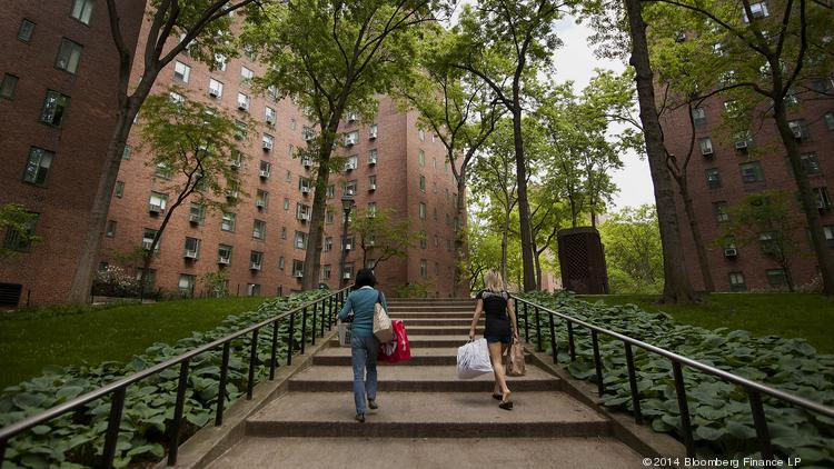 Stuyvesant town sale delayed yet again this time for the for Stuyvesant town peter cooper village