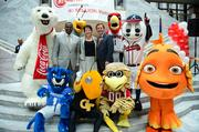 Mayor Kasim Reed, Nancy Oswald and ACVB president William Pate pose with the local sports teams mascouts