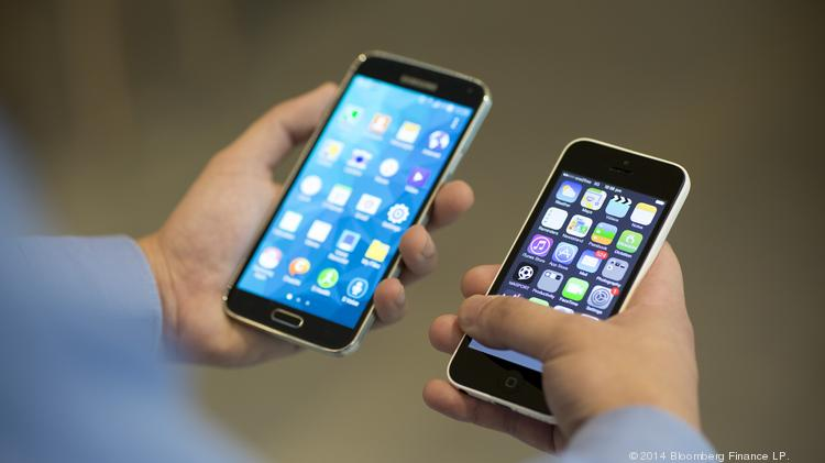 A Samsung Electronics Co. Galaxy S5 smartphone, left, and Apple Inc. iPhone 5c.