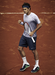Roger Federer's French Open outfit in action.