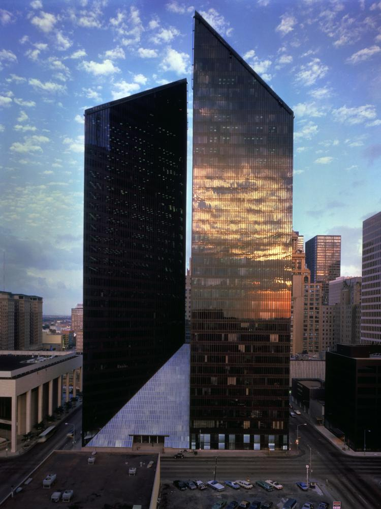Phillip Johnson and John Burgee of Johnson/Burgee Architects ushered in the era of postmodernist architecture in 1975 with the completion of Pennzoil Place.