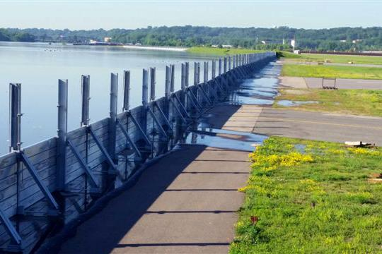 http://www.bizjournals.com/twincities/news/2014/06/27/st-paul-downtown-airport-floodwall-mississippi.html
