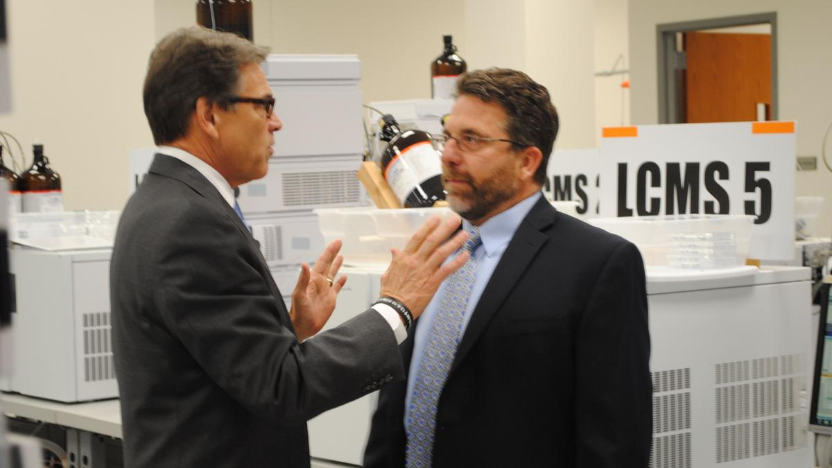 Texas Gov. Rick Perry tours Rock Hill, fields questions about 2016 - Charlotte Business Journal